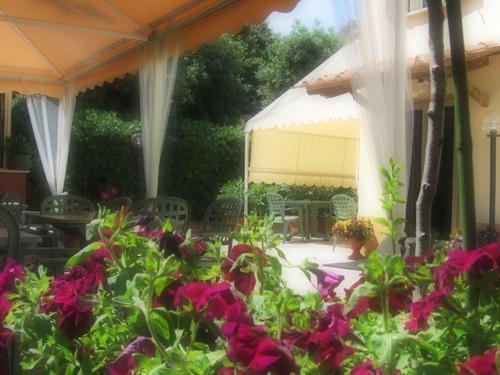 hotel-san-vincenzo-giardino-foto-1.jpg